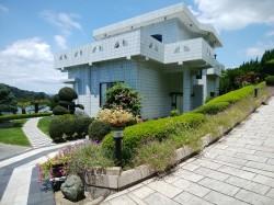 海の透明感を実感する邸宅